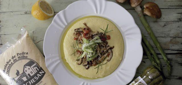 Polenta Cremosa com cogumelos e aspargos frescos